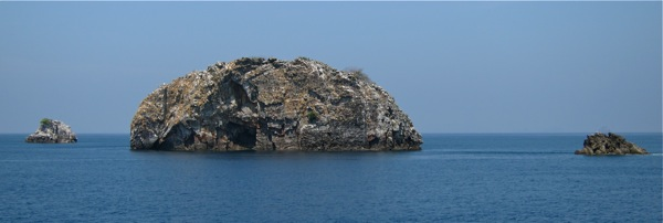 3 islets Shark Cave